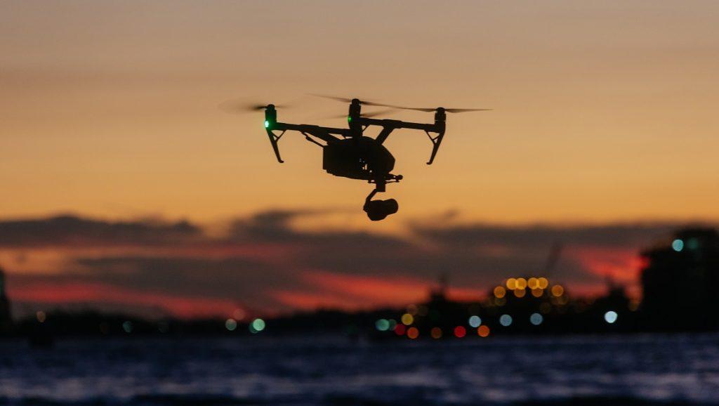 Film eventowy z lotu ptaka - jak bezpiecznie filmować dronem?
